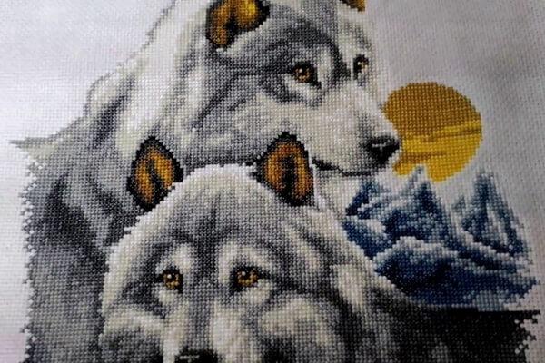 Вышивка для привлечения любви - Пара волков